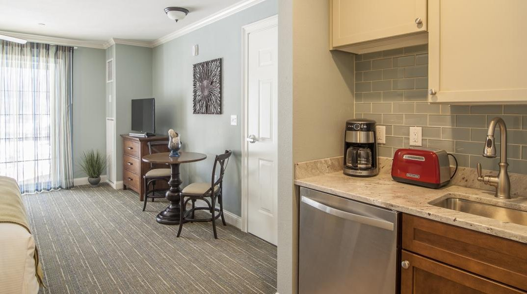 RiverWalk Studio with Kitchenette