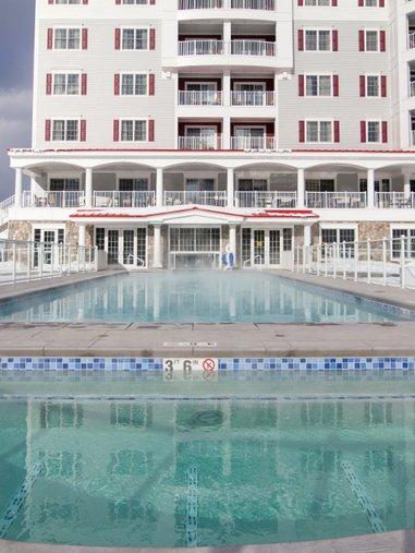 riverwalk_resort_outdoor_pool.jpg