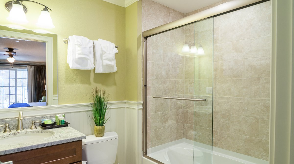 Riverwlk Executive Suite Bathroom
